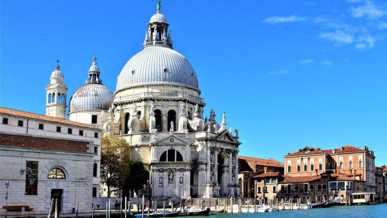Italian baroque architecture chiesa salute venice